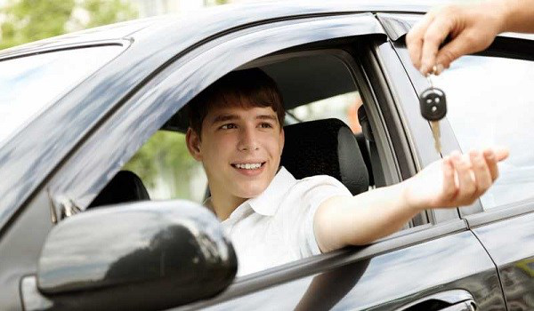 How Parents Can Ensure Safer Driving For their Teens